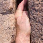 incastro di mano arrampicata in fessura